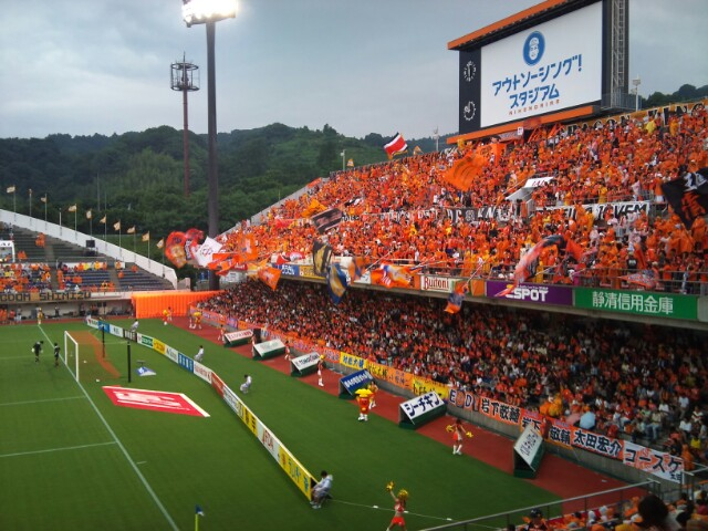 鹿島戦、試合前。雨降りますね、やっぱり。
